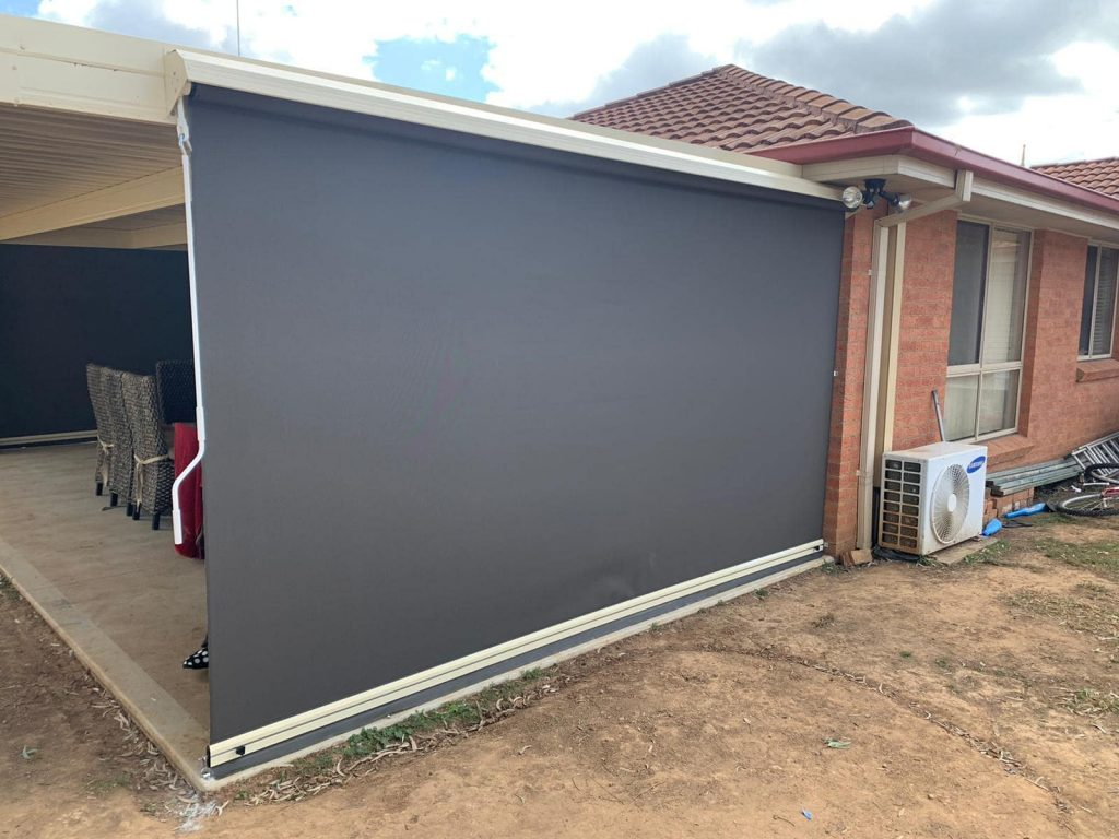 Gearbox operated straight drop outdoor blinds